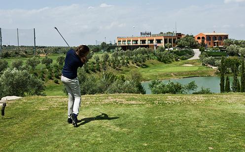 clases de golf y otros servicios