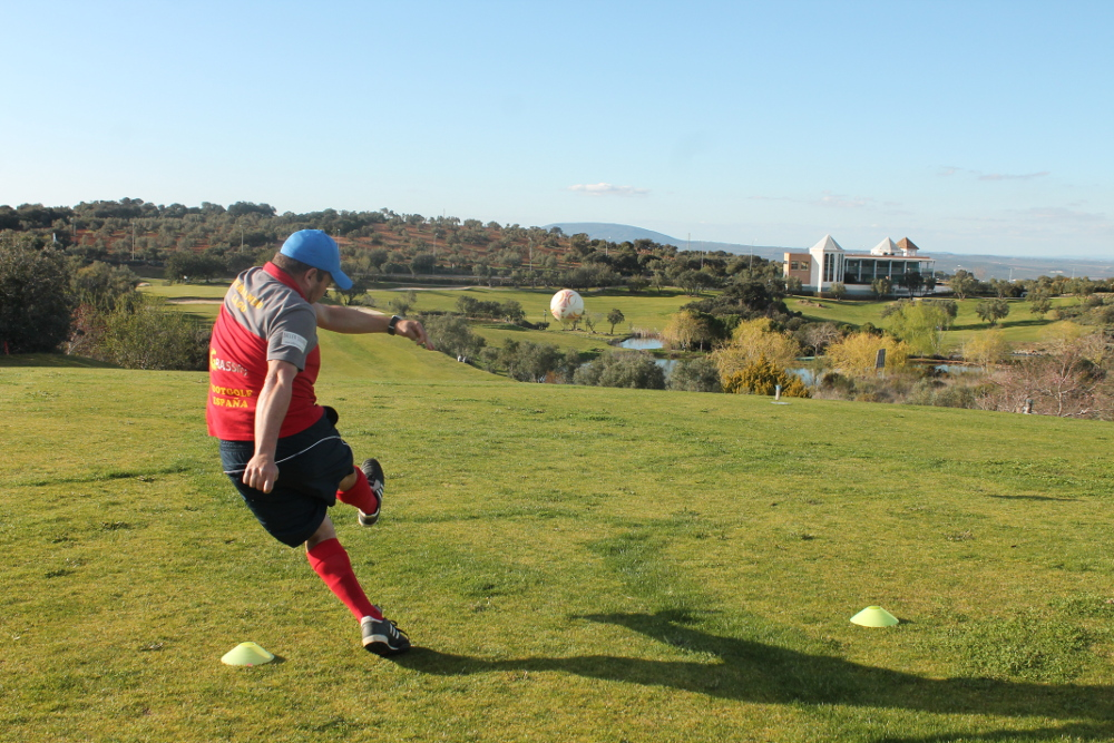 "Medio centenar de jugadores compiten en el ""Open de Andalucía Footgolf"" celebrado en Antequera Golf"